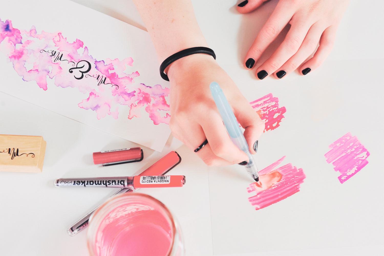 Bild 5-Farbe gemalt mit Brushpens auf Folie, mit Wassertankpinsel aufnehmen