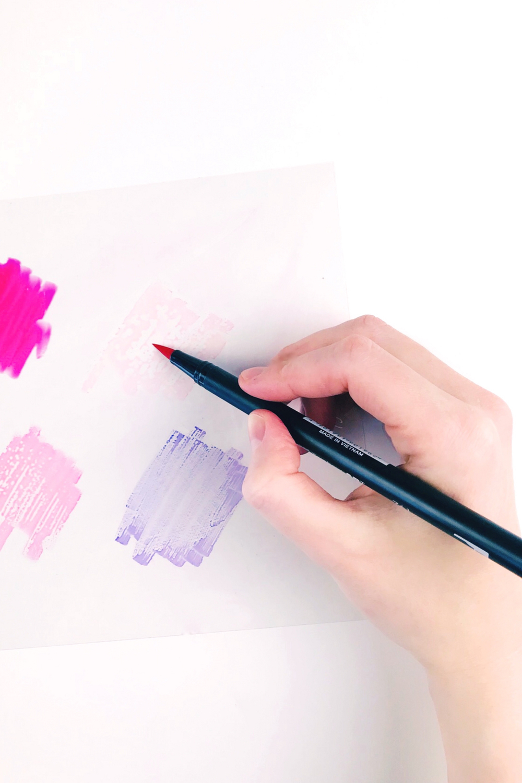 Bild 1-Farben auf eine Folie malen zur Aufnahme mit Wassertankpinsel