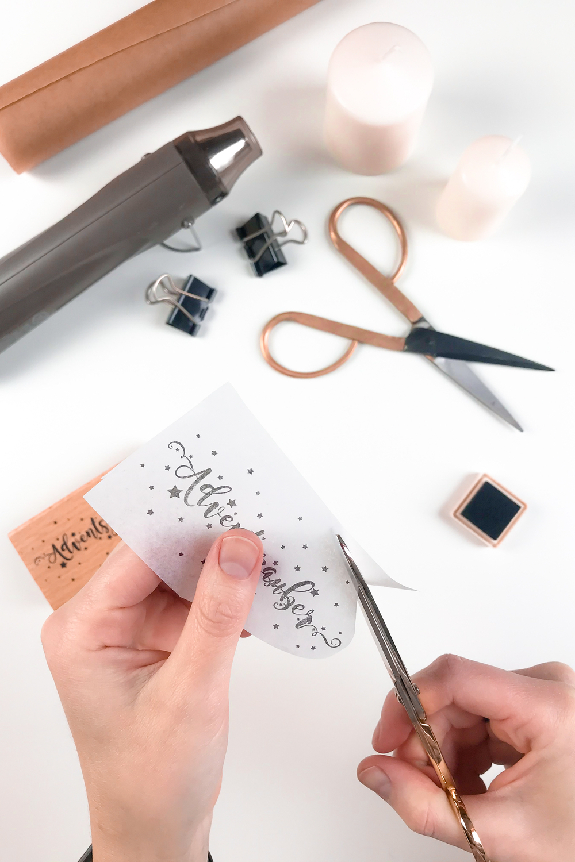 Seidenpapier mit gestempelten Motiv zuschneiden